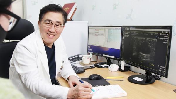 부산 온종합병원 이홍주 유방암·갑상선암센터장. (온종합병원 제공)
